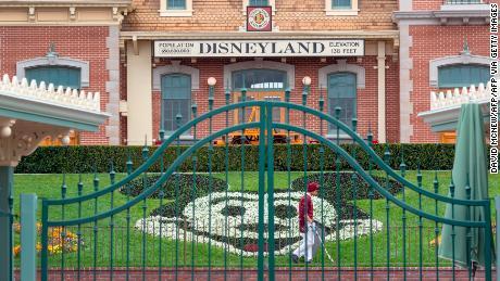 La Disney affronta un futuro sconosciuto mentre il coronavirus indebolisce il suo impero mediatico