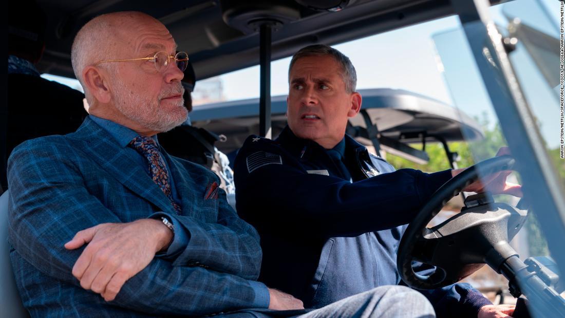 Recensione di 'Space Force': Steve Carell recita in una parodia di Netflix che non decolla mai