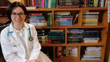 Appena usciti dalla scuola di medicina, i giovani medici italiani vengono accelerati in prima linea nel coronavirus