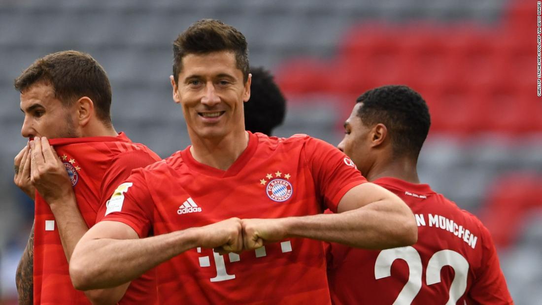 Robert Lewandowski raddoppia quando il Bayern sconfigge Fortuna lasciando liberi 10 punti