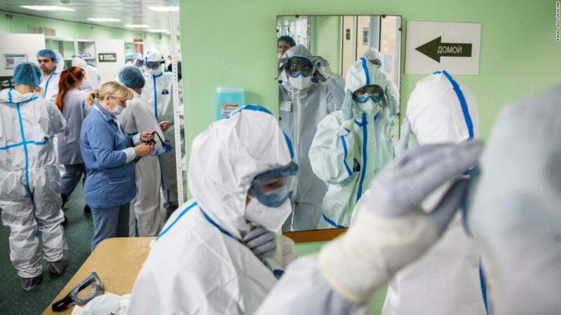 La Russia sta combattendo il coronavirus in 11 fusi orari. Ma Mosca e le regioni sono mondi a parte