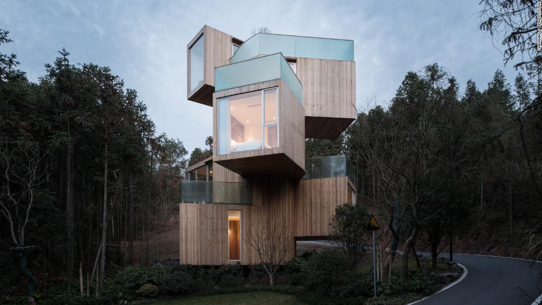 """8 case costruite in luoghi """"impossibili"""" e ripidi"""