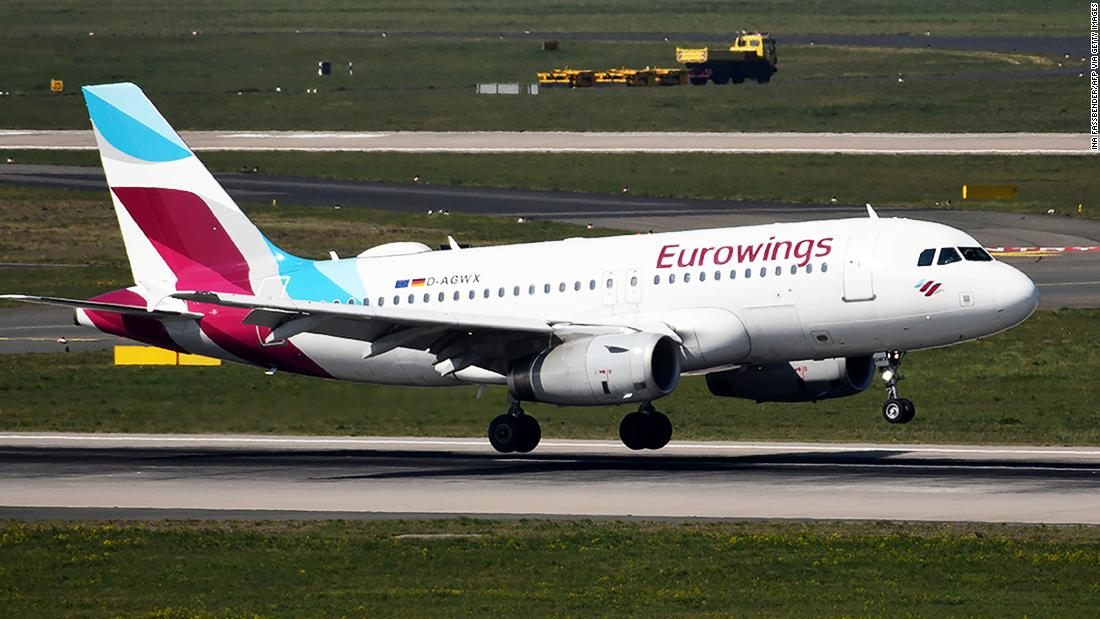 La compagnia aerea riprende i voli per l'Italia (ma si gira quando l'aeroporto è chiuso)