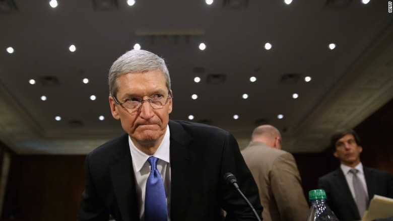 """Il CEO di Apple, Tim Cook, chiede una """"massiccia campagna"""" contro le notizie false"""