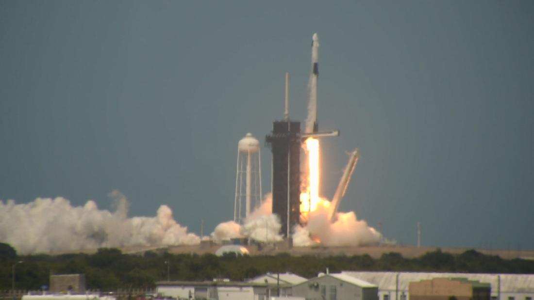 La NASA e SpaceX lanciano gli astronauti dal suolo americano per la prima volta in un decennio