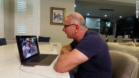 Robert Irvine filma uno speciale sulla quarantena