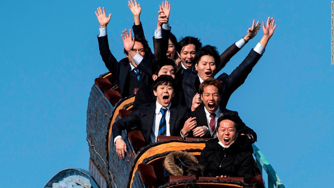Non urlare per favore: i parchi di divertimento giapponesi pubblicano le nuove linee guida Covid-19