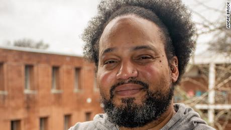 André Brock, professore alla Georgia Tech, studia gara e Internet e ha anche svolto importanti ricerche su Black Twitter.