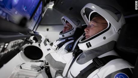 Tutto ciò che devi sapere sul lancio storico dell'astronauta di SpaceX