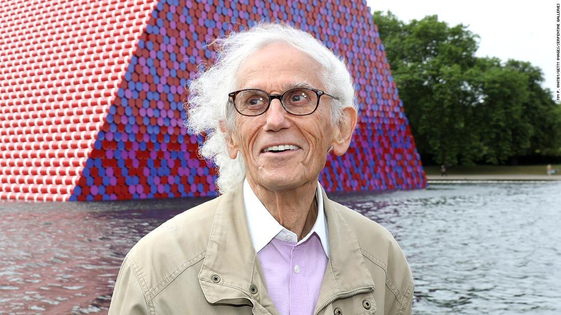L'artista Christo è morto all'età di 84 anni.
