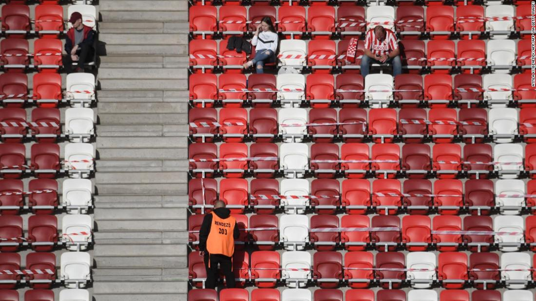La lega ungherese consente agli appassionati di calcio di entrare negli stadi