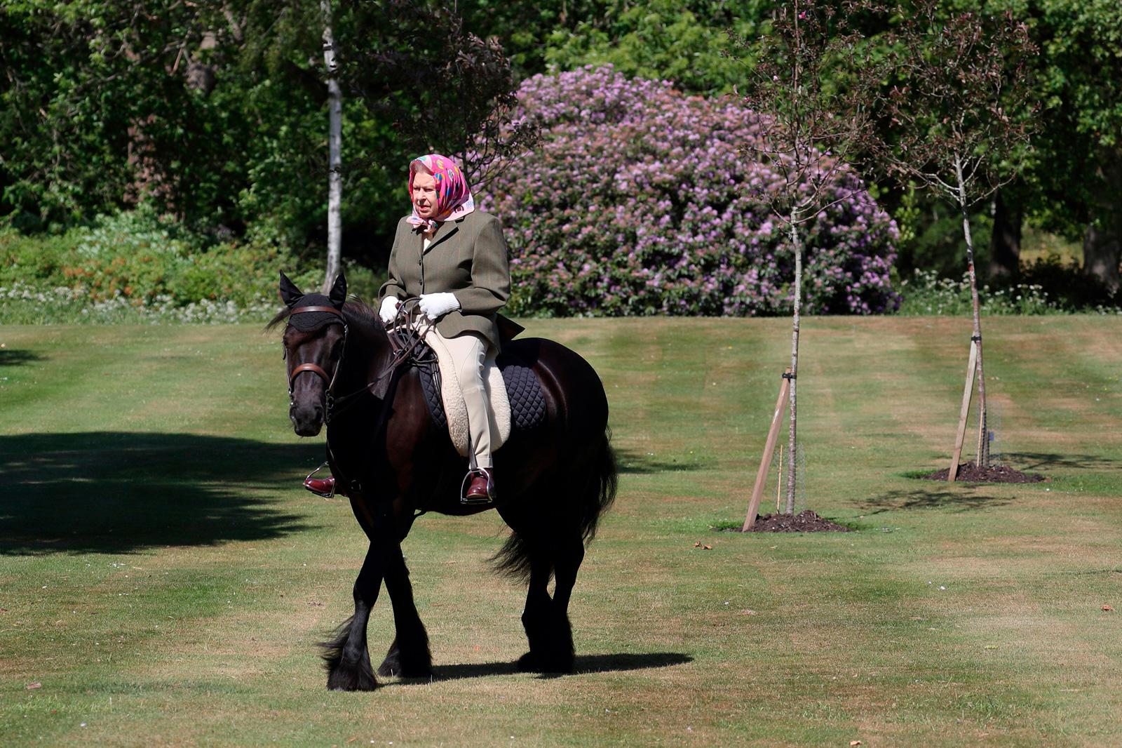 La regina Elisabetta fa la sua prima apparizione dal blocco del coronavirus