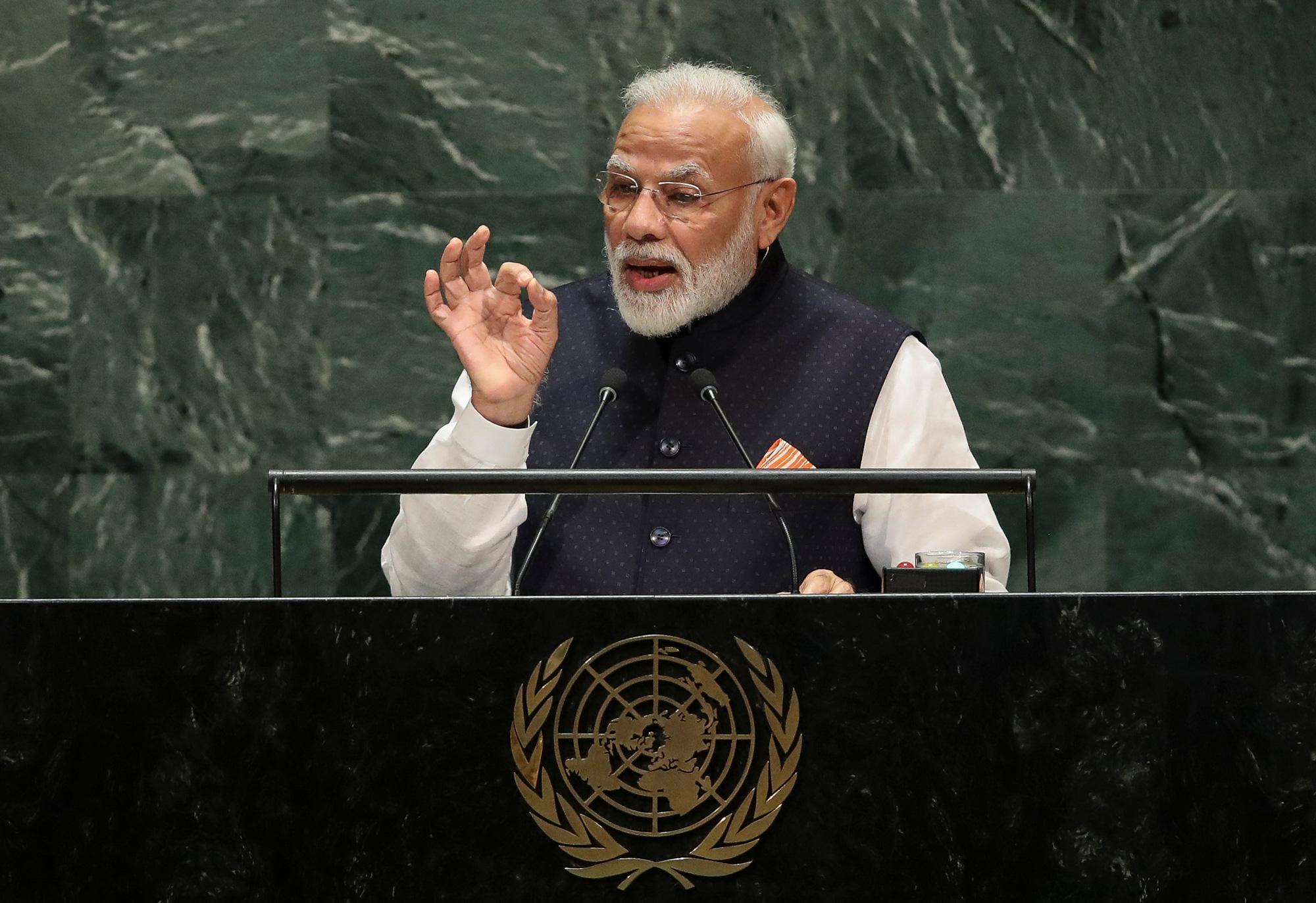 Il primo ministro indiano Narendra Modi parla al quartier generale delle Nazioni Unite il 27 settembre 2019 a New York City.
