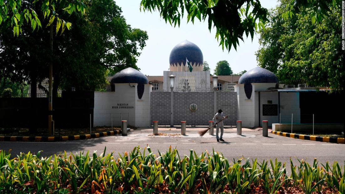 L'India accusa due funzionari dell'ambasciata pakistana di spionaggio e ordina loro di lasciare il paese