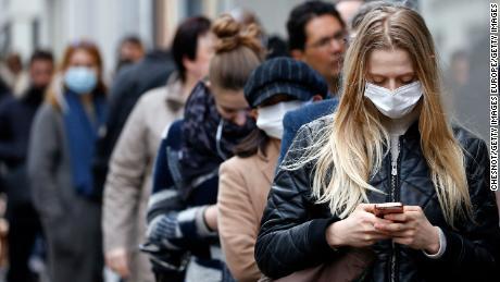 Risposte a tutte le tue domande su come indossare una maschera