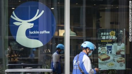 Il cofondatore di Luckin Coffee si scusa per lo scandalo contabile e promette di lottare per salvare la compagnia