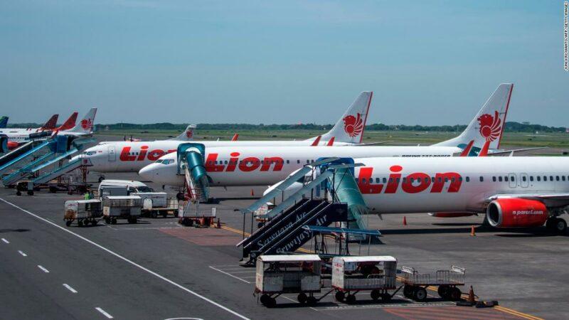 Lion Air of Indonesia riavvia i voli, li annulla di nuovo