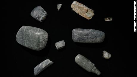 Asce scavate nel sito, risalenti al 1000-700 a.C. C. Sono stati trovati anche altri oggetti preziosi.
