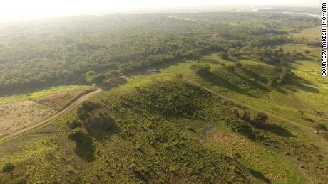 Una veduta aerea della parte sud-ovest dell'altopiano principale di Aguada Fenix.