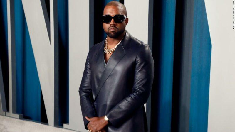 Kanye West dona $ 2 milioni, paga le tasse universitarie per la figlia di George Floyd