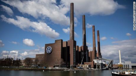 La più grande fabbrica automobilistica del mondo è appena stata riaperta. Questo è ciò che la Volkswagen ha dovuto fare