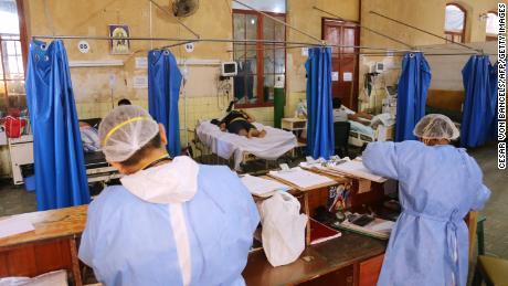 Il sistema sanitario del Perù è stato travolto durante la pandemia.