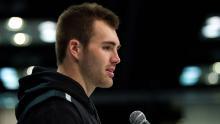 Il quarterback della Georgia Jake Fromm risponde alle domande dei media durante la NFL Scouting Combine del 25 febbraio 2021 presso l'Indiana Convention Center di Indianapolis, IN.