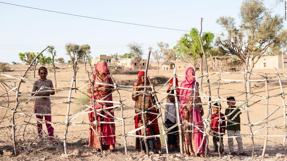 Nei villaggi remoti dell'India, morire di fame è tanto una paura quanto contrarre il coronavirus.