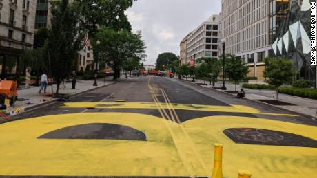 Gli operai della città iniziarono a dipingere